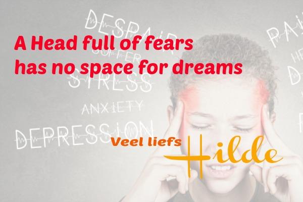 Stress en een kloppend hoofd dat bomvol zit met gedachten.